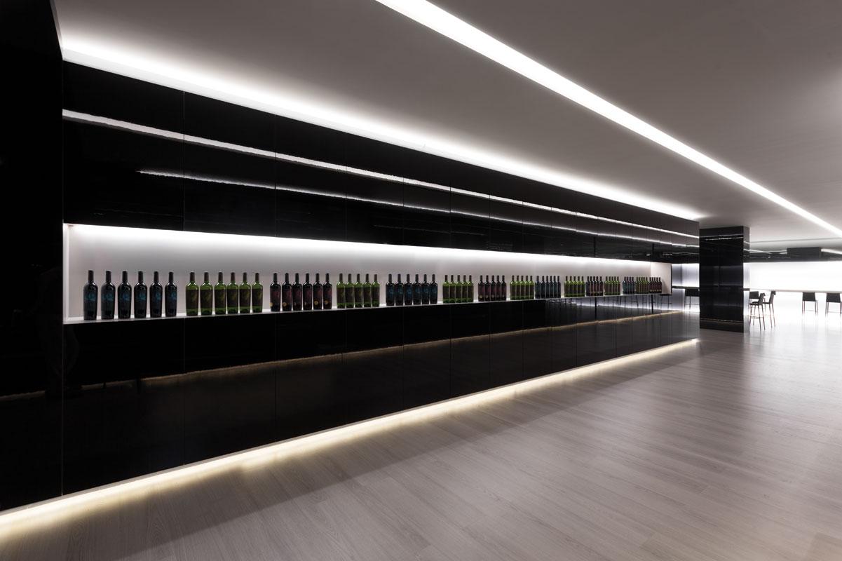 On Diseño - Proyectos: Vinoteca Vegamar selección