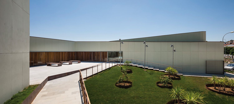 On dise o proyectos piscina municipal cubierta en for Piscina municipal cubierta